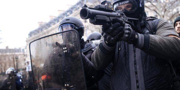 Gilets jaunes: les policiers rappelés à l'ordre sur l'usage du flashball (Photo prise le samedi 12 janvier...