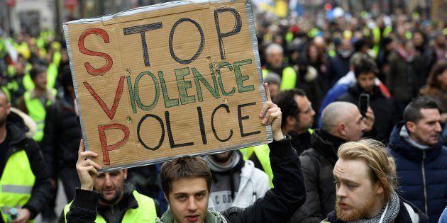 Les violences policières sont de plus en plus dénoncées par les gilets