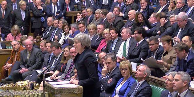 Theresa May s'adressant au Parlement britannique avant le vote sur le Brexit, mardi 15