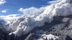 Un impressionnante avalanche déferle sur Vinadi en