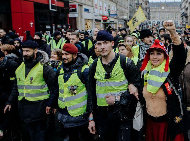 Victor Lenta (béret rouge) à la manifestations des gilets jaunes à Paris, le 5 janvier