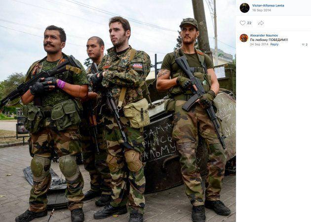 Des volontaires français et membre d'Unité continentale dans le Donbass, en 2014. De gauche à droite...