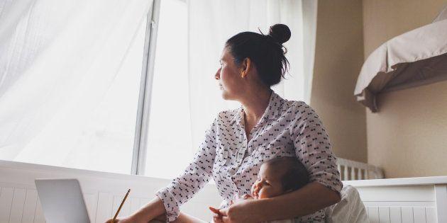 Pour pouvoir m'occuper de mon bébé. De deux mois et demi, allaité, RETIRÉ DE L'UTÉRUS DE SA MÈRE IL Y...