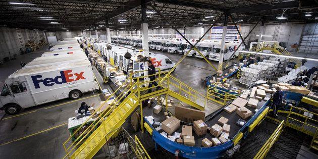 Un entrepôt de FedEx à