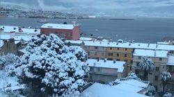 La baie d'Ajaccio s'est réveillée sous la neige et les images sont