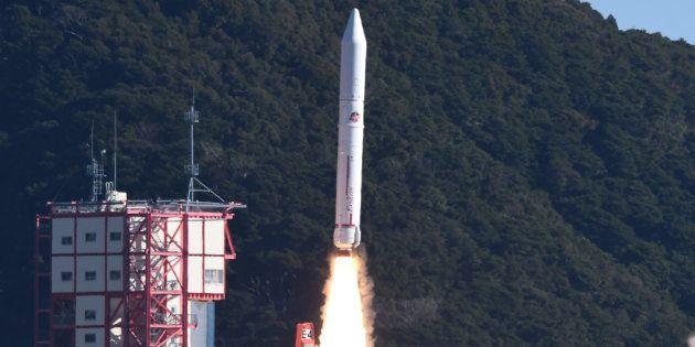 La fusée Epsilon-4 a pris son envol avec sept satellites à son bord, donc un destiné à créer une pluie...