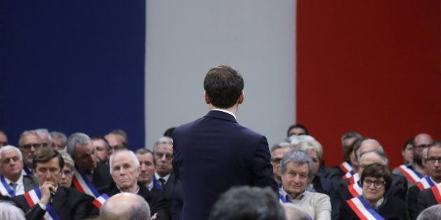 Emmanuel Macron face aux maires à Souillac ce vendredi 18