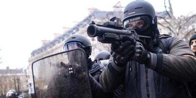 LBD: les tirs des policiers filmés à Bourg-en-Bresse ce samedi (Photo prise à Paris, le samedi 12 janvier