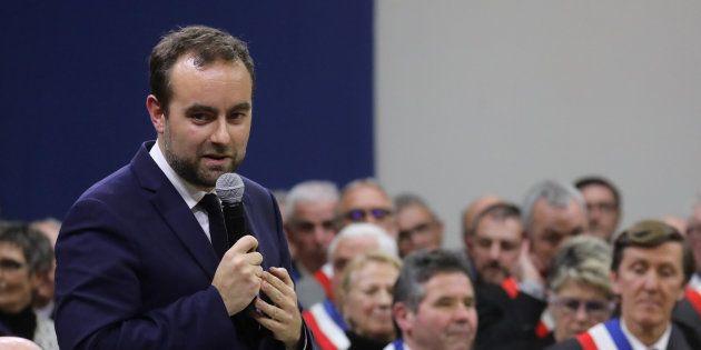 Le ministre Sébastien Lecornu lors du grand débat devant 600 maires à Souillac (Lot) le 18 janvier