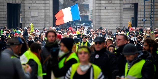 Des gilets jaunes manifestant à Rennes le 19 janvier