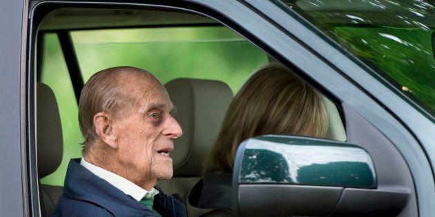 Le prince Philip au volant de sa voiture et sans ceinture deux jours après son accident (Photo d'illustration...