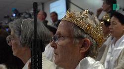 Cette secte américaine idolâtre les armes à feu au point de prier