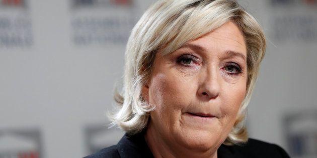 Marine Le Pen en conférence de presse à l'Assemblée nationale le 10