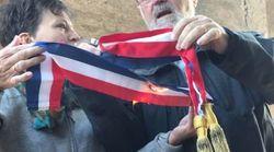 Le maire de Kolbsheim brûle son écharpe après l'évacuation de la