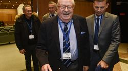 Jean-Marie Le Pen s'est trouvé une occupation au premier jour du congrès de sa