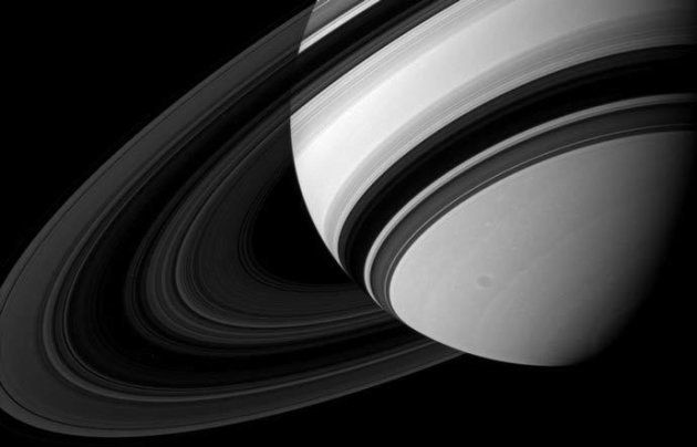 Les anneaux de Saturne capturés par la sonde Cassini de la