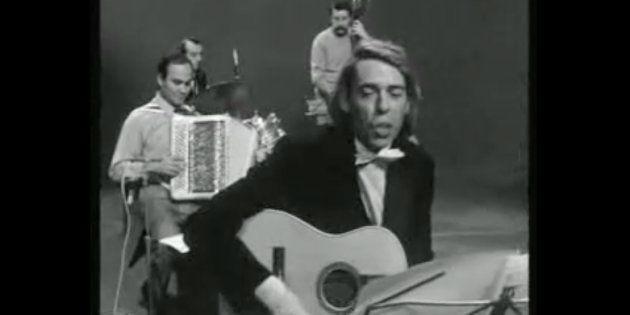 Marcel Azzola, ici aux côtés de Jacques Brel pour l'enregistrement