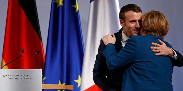 Le président français Emmanuel Macron et la chancelière allemande Angela Merkel ont signé ce mardi 22...