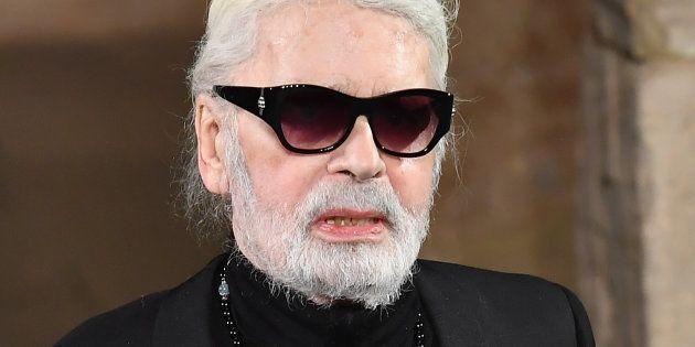 Karl Lagerfeld ne rate pourtant jamais une occasion de se présenter à la fin d'un défilé Chanel.
