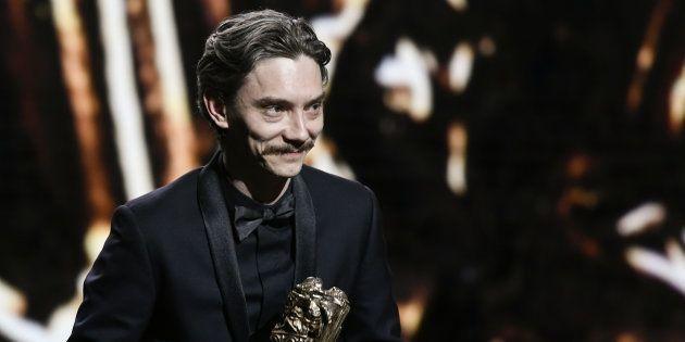 Swann Arlaud recevant le César de meilleur acteur lors des César à Paris le 2 mars