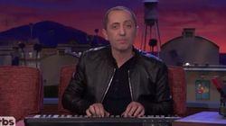 Gad Elmaleh chante en yahourt à la télévision