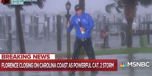 Des téléspectateur outrés par le duplex de ce reporter en plein ouragan