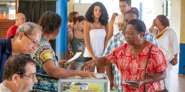 Législatives partielles en Guyane: Le candidat de Castaner devance celui de Mélenchon au 1er tour (photo