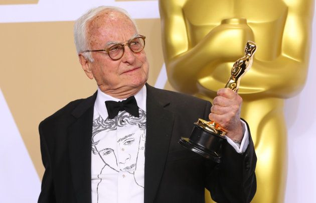 James Ivory portait lors de la 90e cérémonie des Oscars une chemise en hommage à Timothée