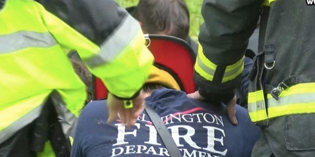 Les images émouvantes des pompiers priant pour une mère et son enfant tués dans