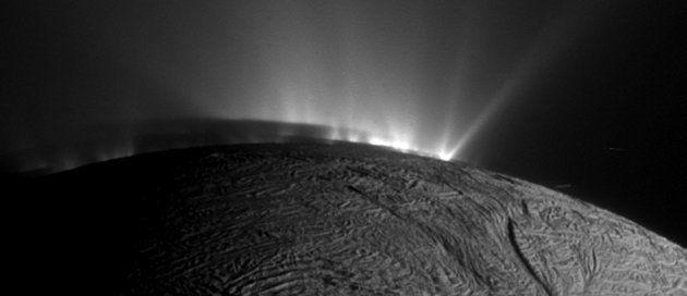 La vie pourrait bien se développer sur Encelade, lune de Saturne. Des chercheurs ont fait le