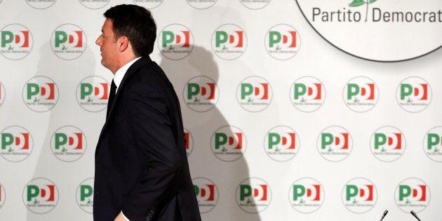 Matteo Renzi quitte la direction du parti démocrate après son camouflet