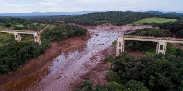 Vue aérienne de Brumadinho au Brésil après la rupture du