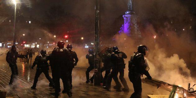 Plusieurs centaines de manifestants se sont rassemblés place de la République à Paris ce 26 janvier,...