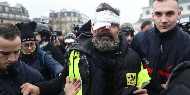 Jérôme Rodrigues, ici ce 26 janvier alors qu'il est pris en charge après sa blessure, est l'une des figures...