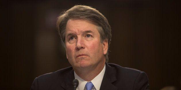 La femme qui accuse d'agression sexuelle le candidat de Trump à la Cour Suprême témoigne