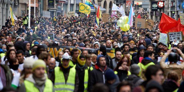 Des gilets jaunes manifestant à Toulouse le 26 janvier