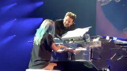 Bradley Cooper surprend les fans de Lady Gaga en s'invitant sur scène avec
