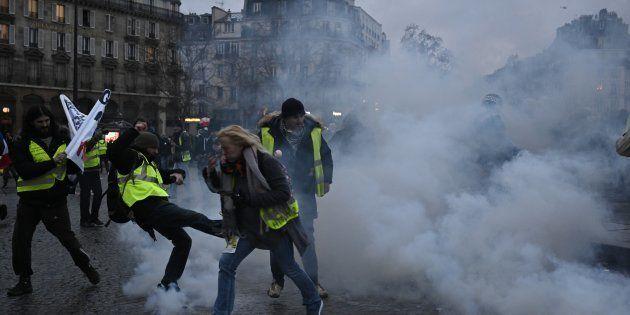Gilets jaunes: 65 gardes à vue à Paris