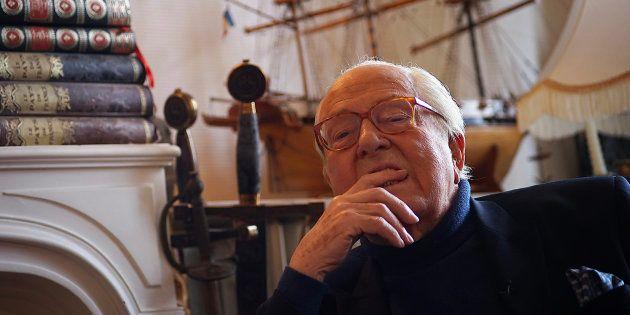 Jean-Marie Le Pen dans sa résidence de