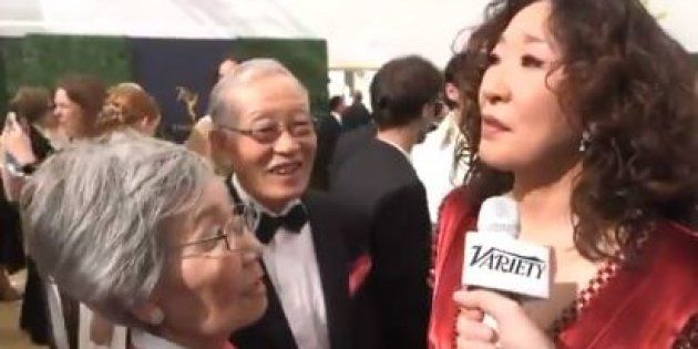 Sandra Oh et ses parents arrivant aux Emmy Awards 2018 le 17 septembre