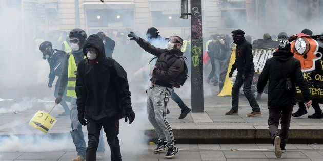 Censée répondre à la violence en marge du mouvement des gilets jaunes, la loi anticasseurs est accusée...