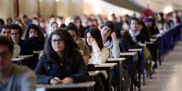 Des étudiants en première année de médecine passant un examen à Marseille en décembre