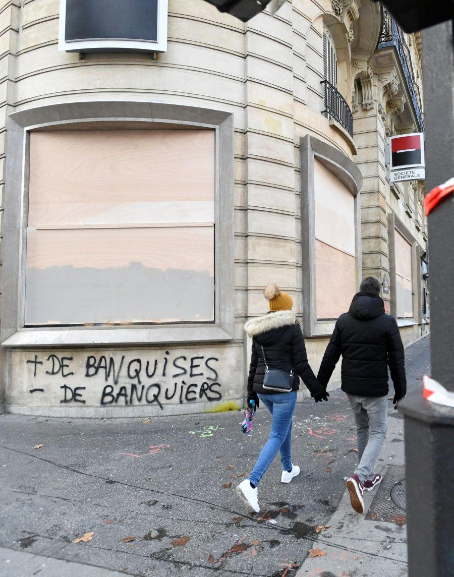 Avec les graffitis, les gilets jaunes