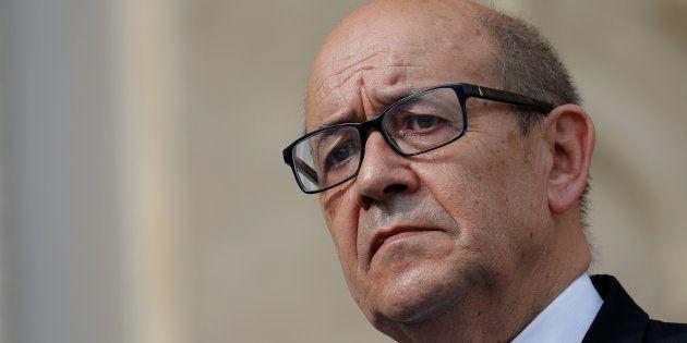 Jean-Yves Le Drian dément avoir accordé un passe-droit aux petits-enfants de sa