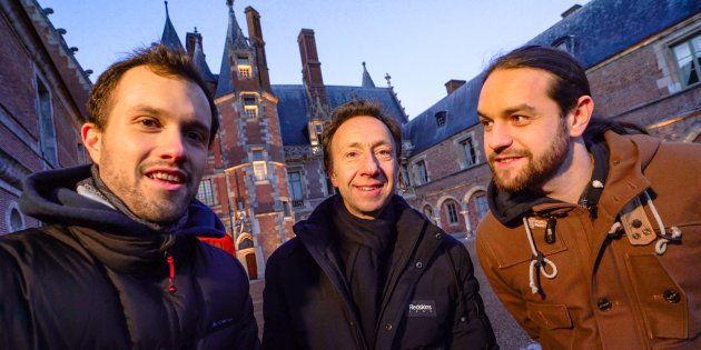 Florian (à gauche) et Julien (à droite) de la chaîne Mamytwink ont embarqué Stéphane Bern dans une exploration...