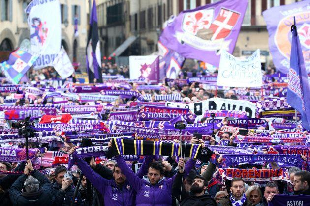 Les supporters de Fiorentina rendent hommage à Davide