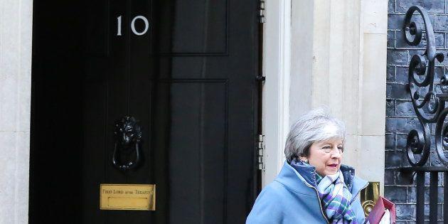 Theresa May sortant du 10, Downing Street mercredi 30