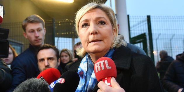 Marine Le Pen a annoncé qu'une courte majorité des adhérents FN ayant répondu à son questionnaire avaient...