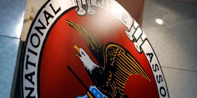 La NRA veut empêcher la Floride de passer à 21 ans l'âge minimum pour acheter une