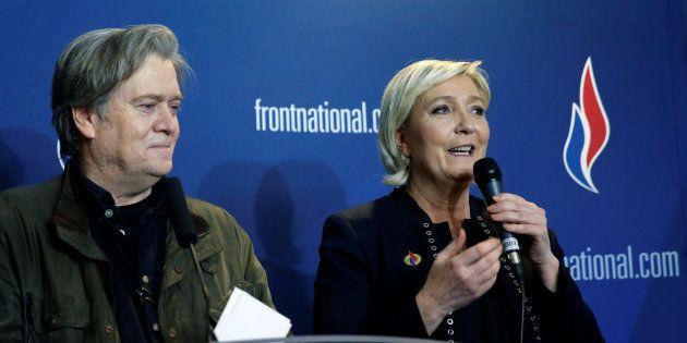 Marine Le Pen aux côtés de Steve Bannon lors du Congrès Front national à
